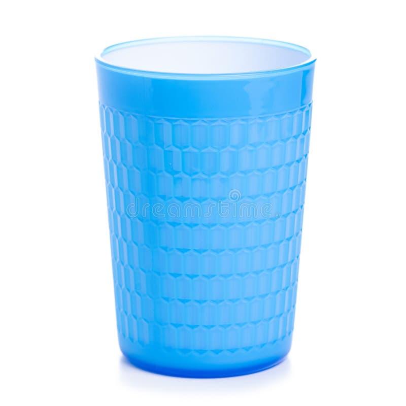 Taza que acampa plástica azul aislada imagen de archivo libre de regalías