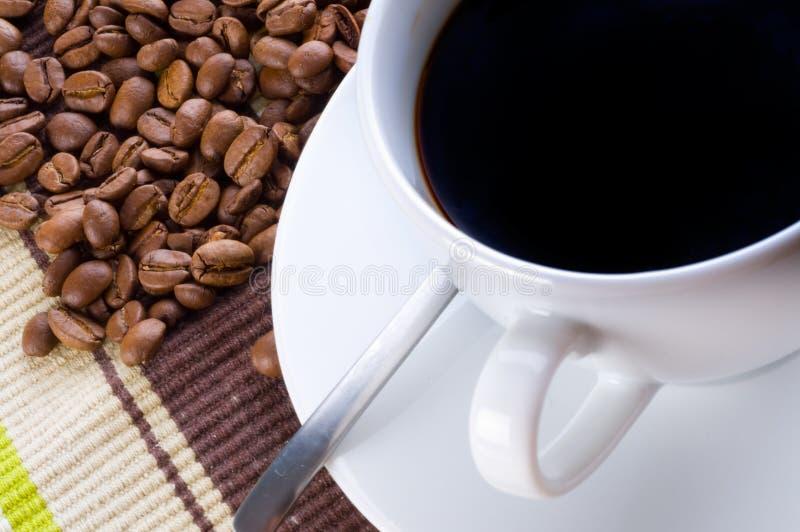 Download Taza y grano de café imagen de archivo. Imagen de caliente - 7281055