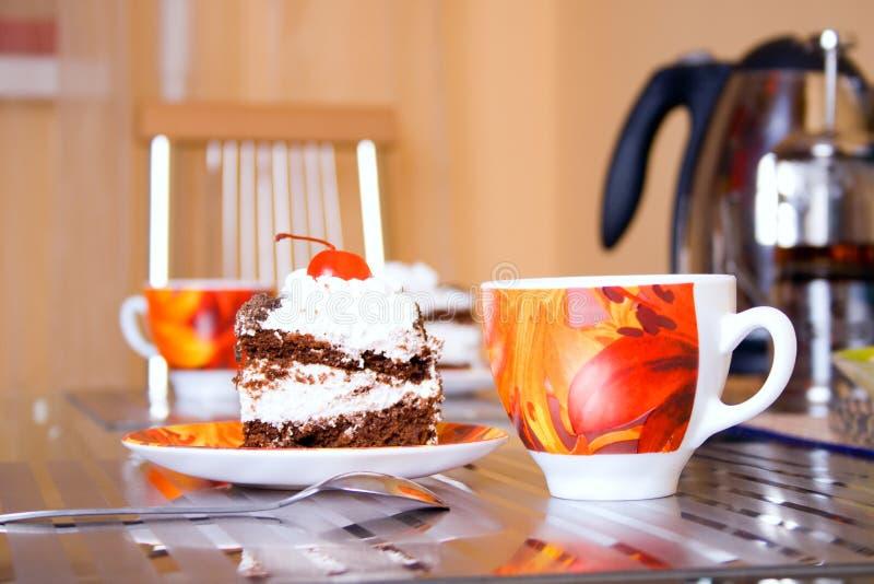 Taza y torta de té fotografía de archivo