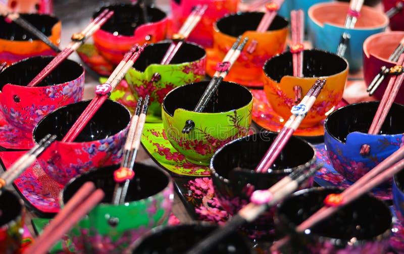 Tazas asiáticas coloridas fantásticas