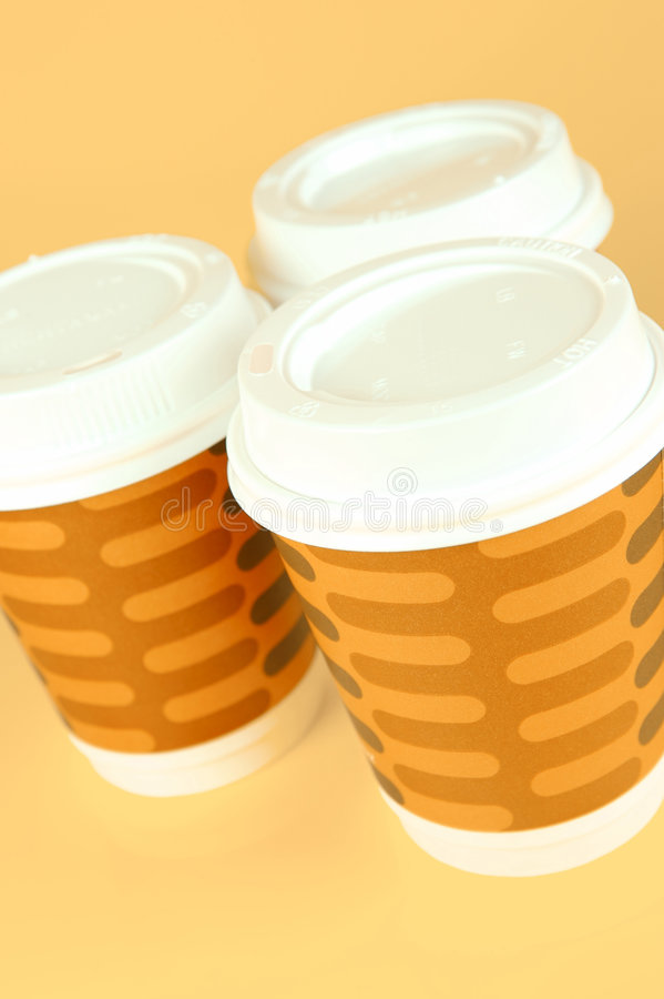 Tazas de café para llevar fotos de archivo