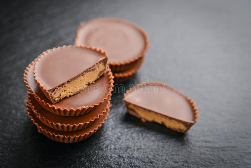 Tazas de la mantequilla de cacahuete fotografía de archivo libre de regalías