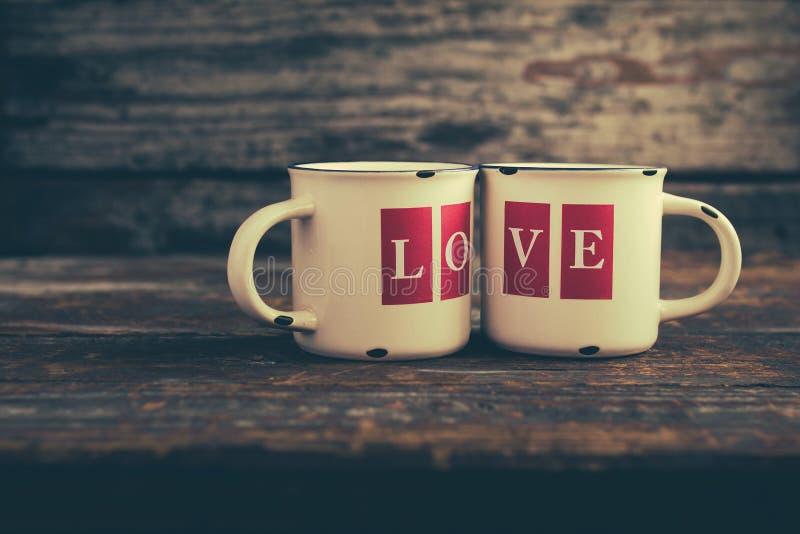 Tazas del amor imagen de archivo libre de regalías
