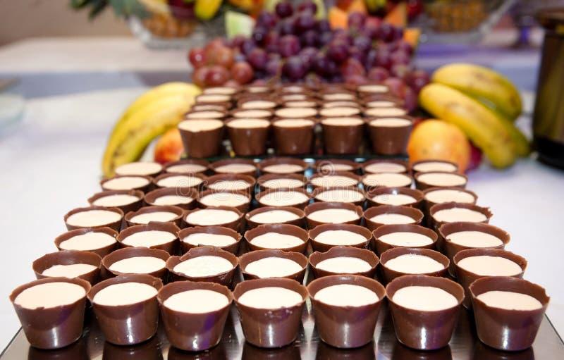 Tazas del chocolate con crema fotografía de archivo libre de regalías