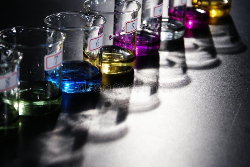 Tazas químicas del laboratorio fotografía de archivo libre de regalías