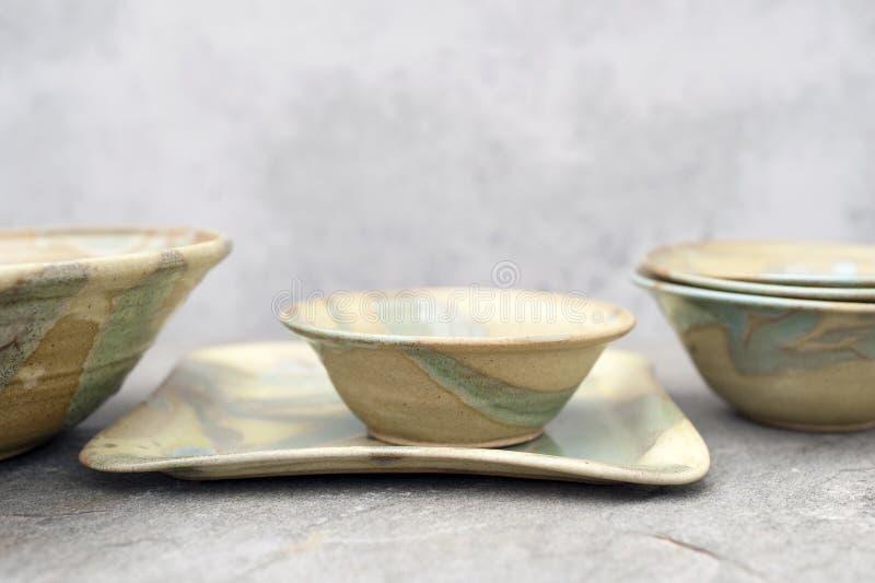 Tazones de fuente de cerámica fotos de archivo libres de regalías