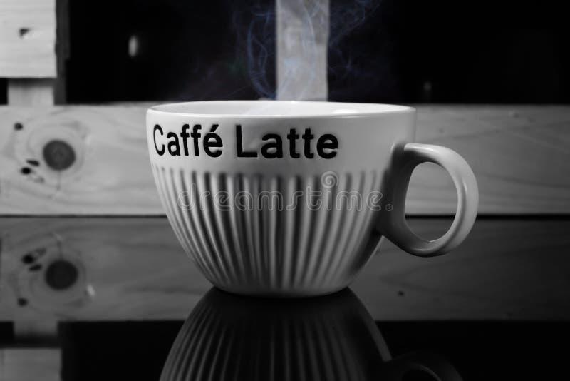 Tazza calda del latte del caff? deliziosa fotografia stock