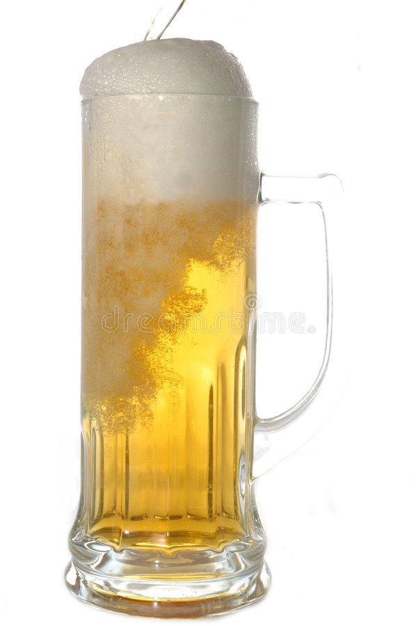 Tazza con birra fotografie stock