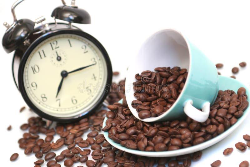 Tazza con i chicchi di caffè e una b fotografia stock libera da diritti