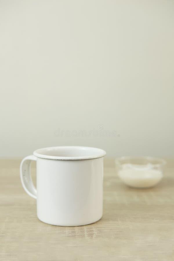 TAZZA DA CAFFÈ DELLO SMALTO immagine stock libera da diritti