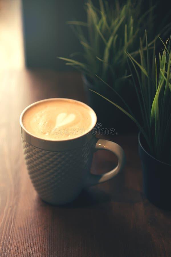Tazza da caffè di arte del Latte fotografie stock