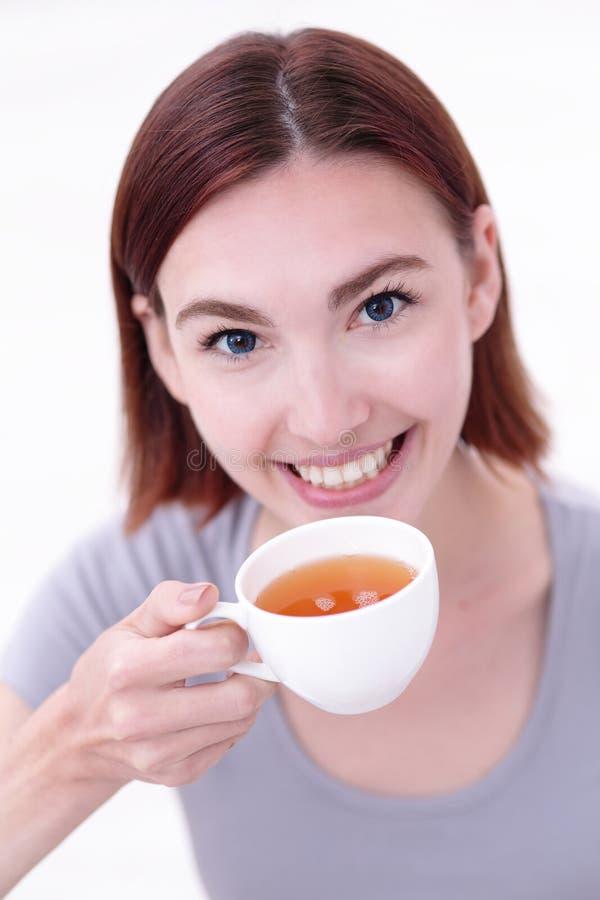 Tazza della holding della donna di tè fotografia stock