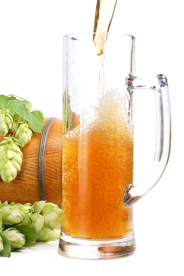 Tazza di birra, barilotto di birra fotografia stock libera da diritti