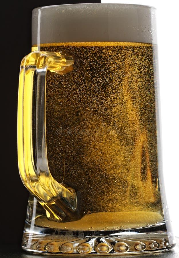 Tazza di birra fresca fotografia stock libera da diritti