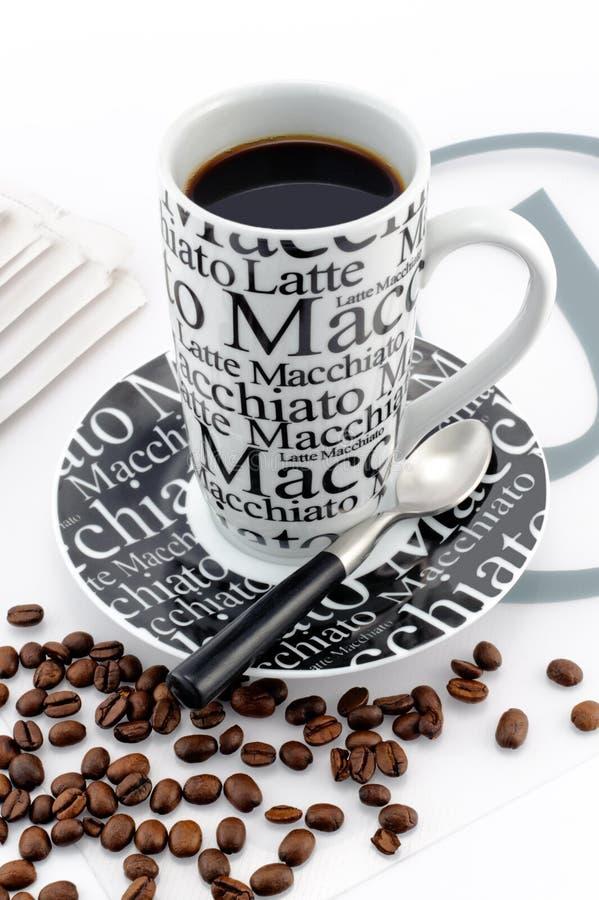 Tazza di caffè bianco e del balck alla moda immagine stock