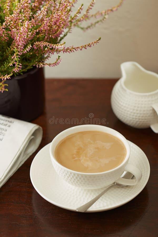 Tazza di caffè con latte immagini stock libere da diritti