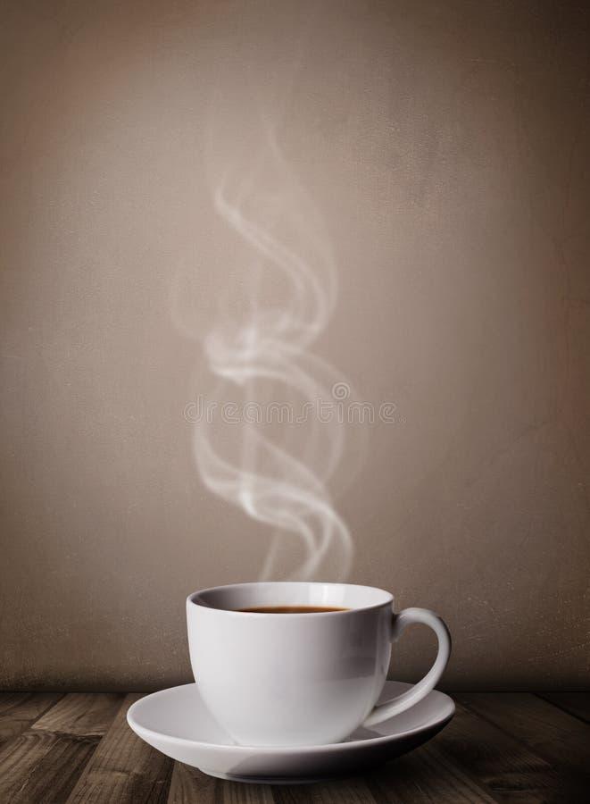 Tazza di caffè con vapore bianco astratto fotografia stock