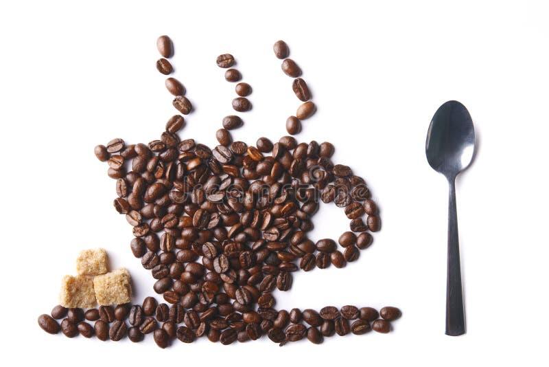 Tazza di caffè con zucchero ed il cucchiaio fotografie stock