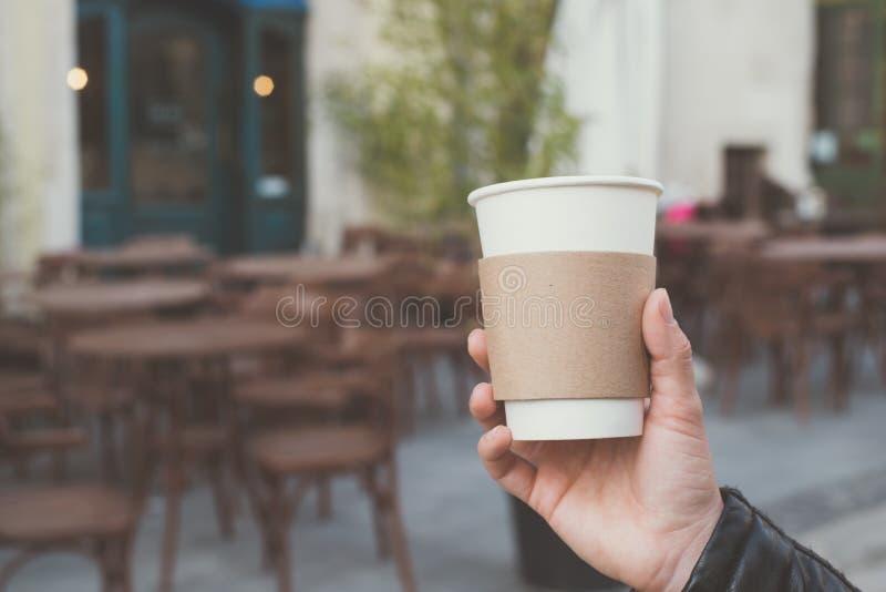 Tazza di caffè a disposizione fotografie stock libere da diritti