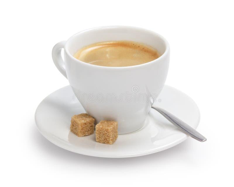 Tazza di caffè espresso con lo zucchero ed il cucchiaio di canna fotografia stock