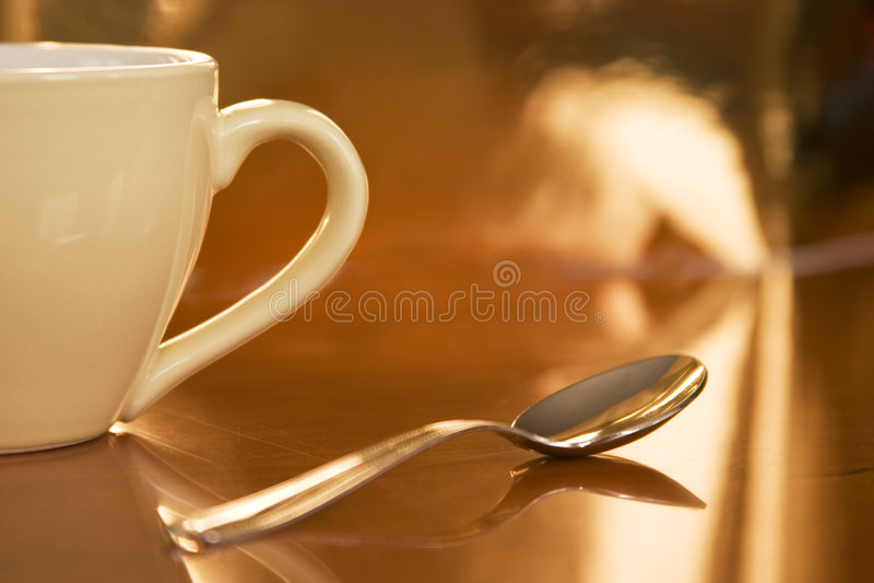 Tazza di caffè mezza fotografia stock libera da diritti