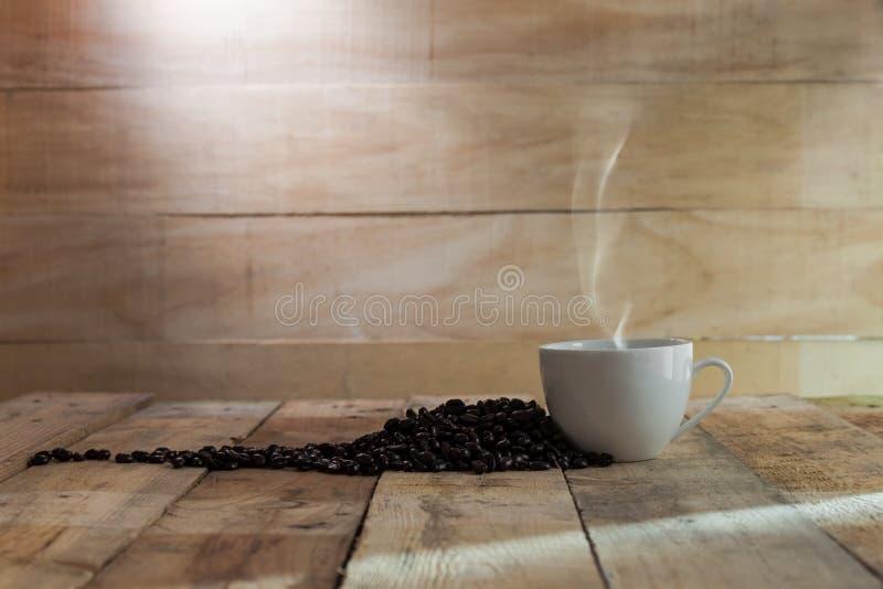 Download Tazza di caffè nero fotografia stock. Immagine di scuro - 55359104