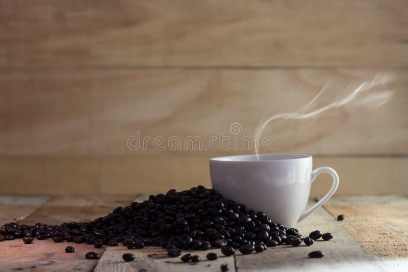 Download Tazza Di Caffè Nero E Dei Fagioli Immagine Stock - Immagine di mocha, colore: 55359305