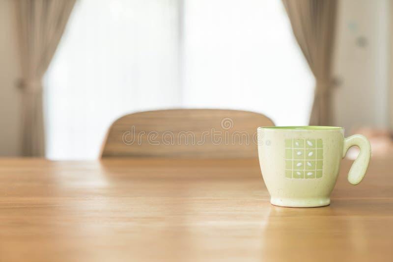 Tazza di caffè sulla tabella immagine stock