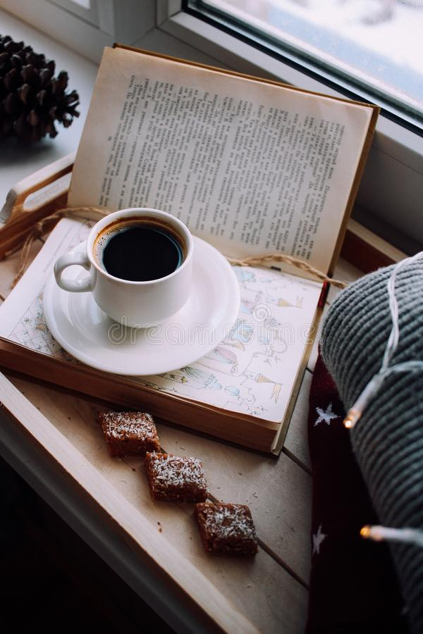 Tazza di caff? con il dessert immagine stock libera da diritti