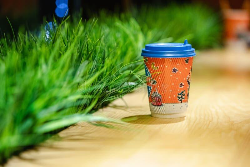 Tazza di caff? sulla tabella di legno fotografia stock libera da diritti