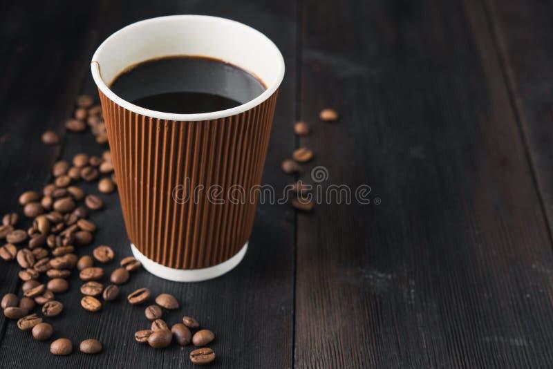 Tazza di carta di caffè caldo fotografia stock