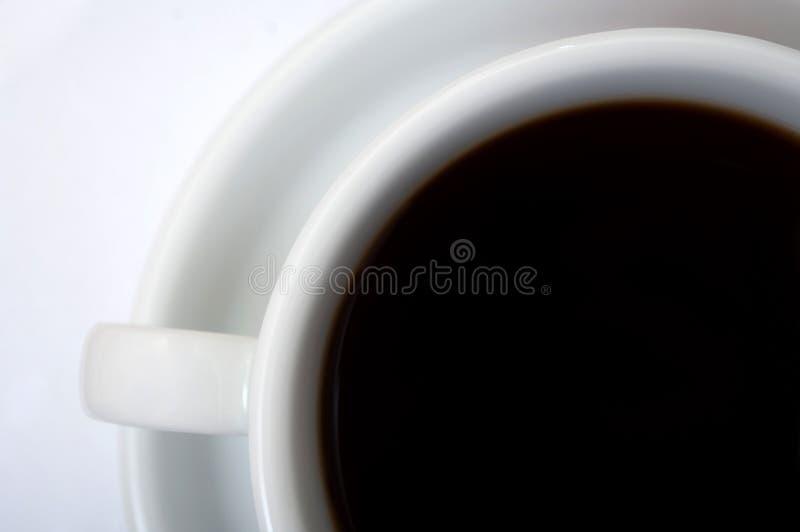 Tazza di Coffe con i percorsi di residuo della potatura meccanica immagine stock libera da diritti