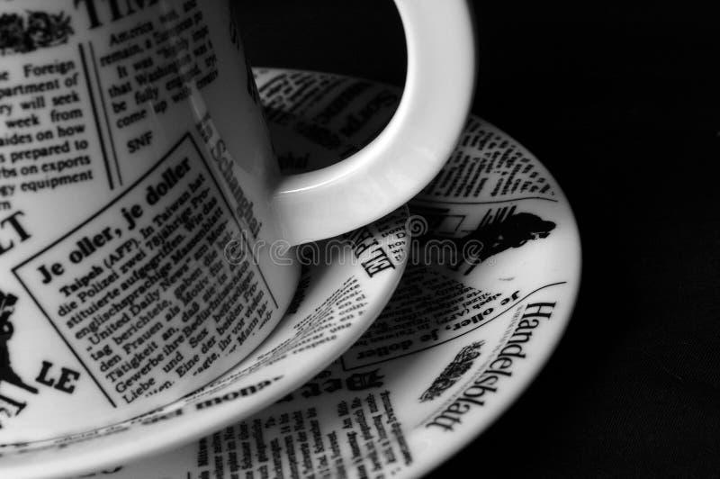 Tazza di Coffe sulle zolle immagine stock libera da diritti