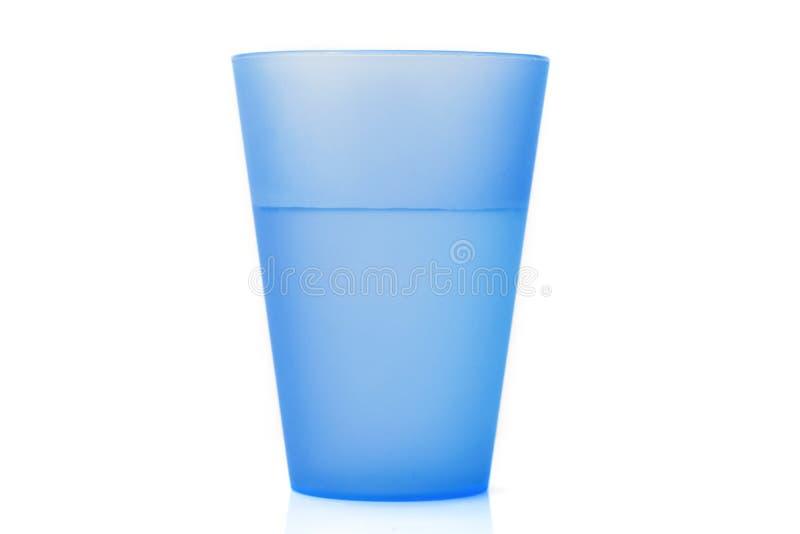 Tazza di plastica con acqua immagini stock