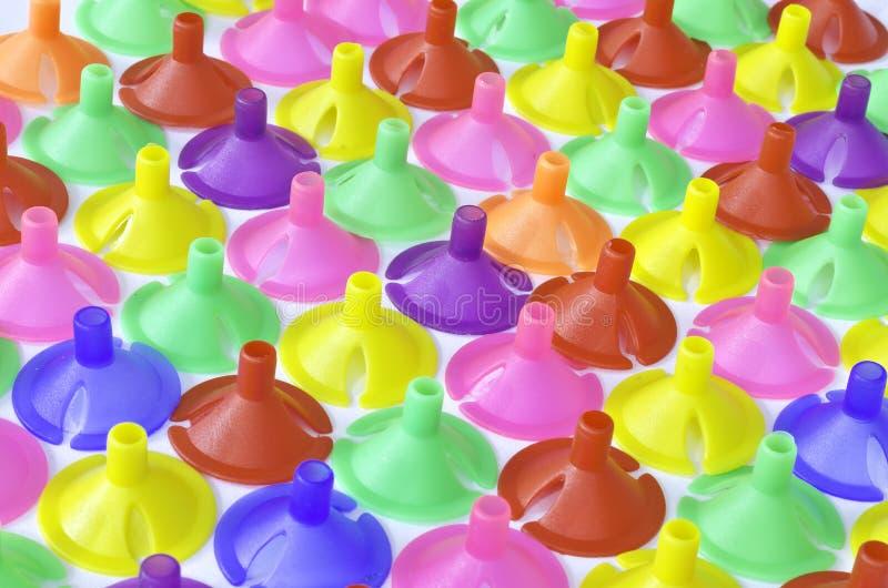 Tazza di plastica della plastica variopinta per il pallone del lattice immagine stock libera da diritti
