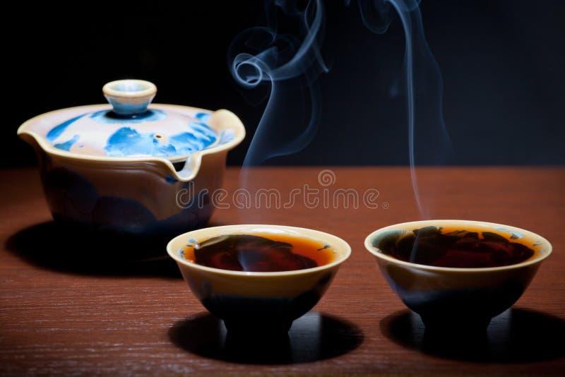 Tazza di tè cinese calda nera fotografie stock
