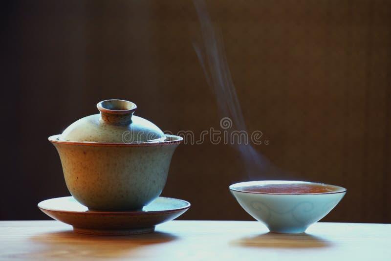 Tazza di tè cinese calda nera fotografia stock libera da diritti