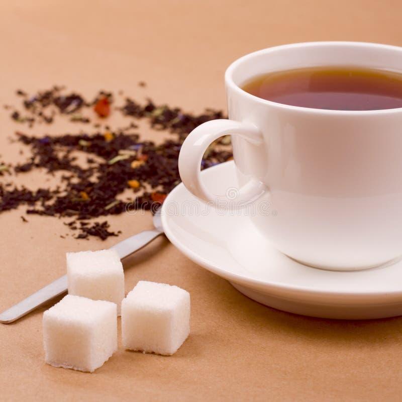 Tazza di tè e di zucchero fotografia stock