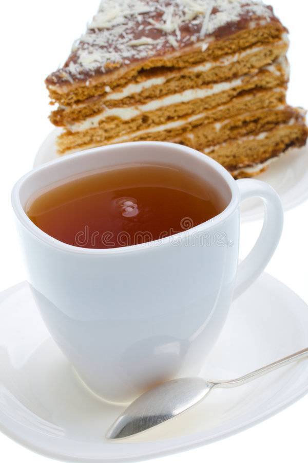 Tazza di tè nero e parte della torta di miele fotografia stock