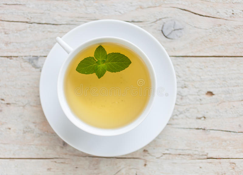 Download Tazza di tè verde immagine stock. Immagine di acqua, distendasi - 56889411