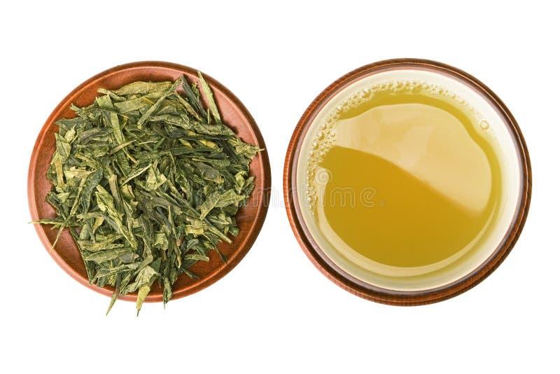Tazza di tè verde con i fogli fotografie stock
