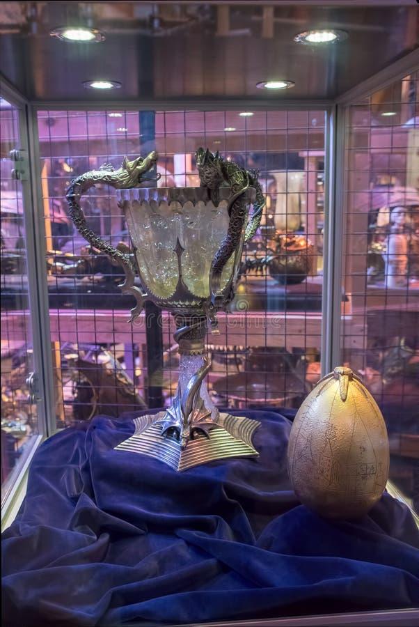 Tazza di TriWizard ed esposizione dorata dell'uovo fotografia stock
