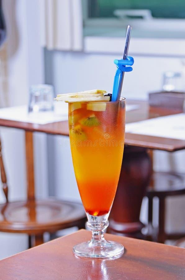 Tazza di vetro del tè della frutta fotografia stock