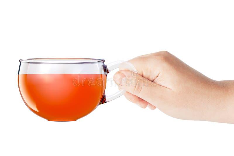 Tazza di vetro di tè nero a disposizione isolata rappresentazione 3d royalty illustrazione gratis