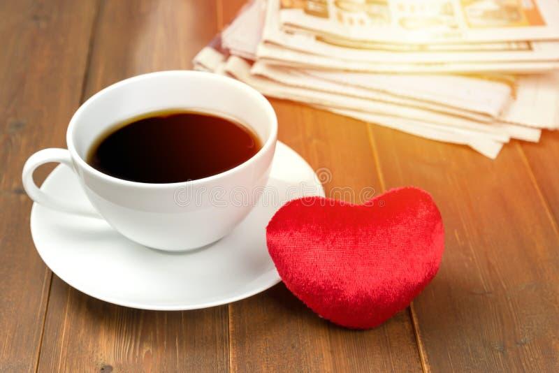 Tazza e focolare di caffè immagini stock libere da diritti