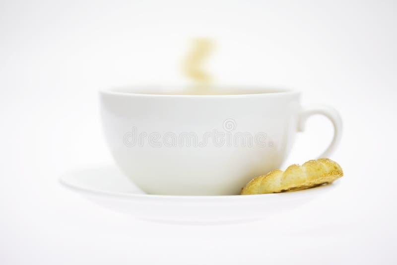 Tazza e pasticceria bianche fotografia stock