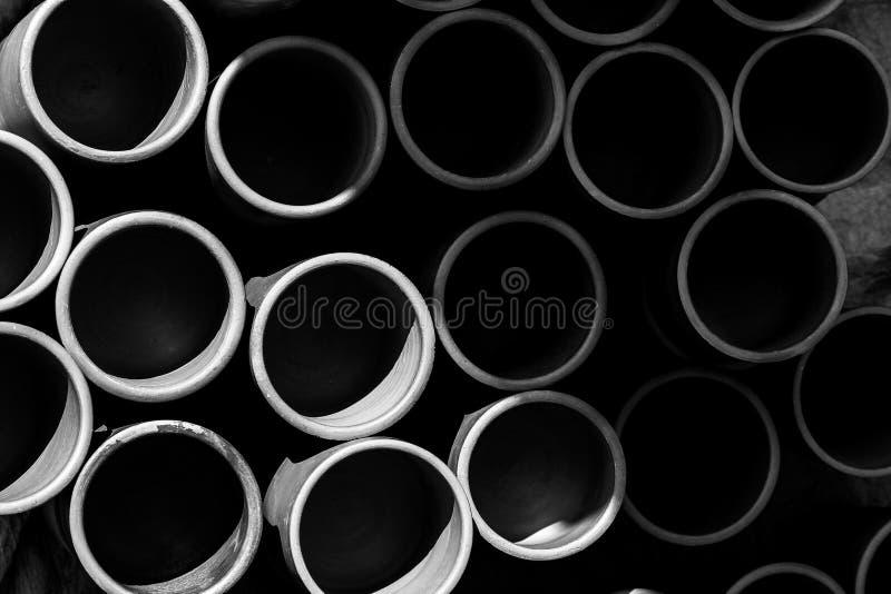 Tazza fatta a mano facendo uso di argilla o di fango fotografia stock