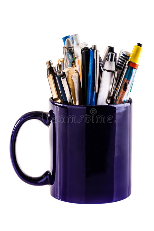 Tazza in pieno delle penne fotografia stock