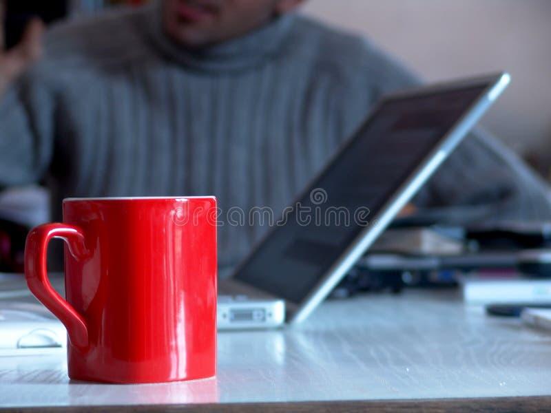Tazza rossa di affari fotografia stock libera da diritti