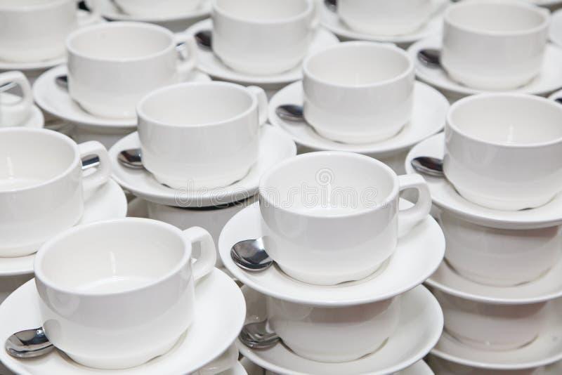 Tazze bianche della porcellana per caffè o tè pausa caffè ad un seminario di affari fotografia stock libera da diritti